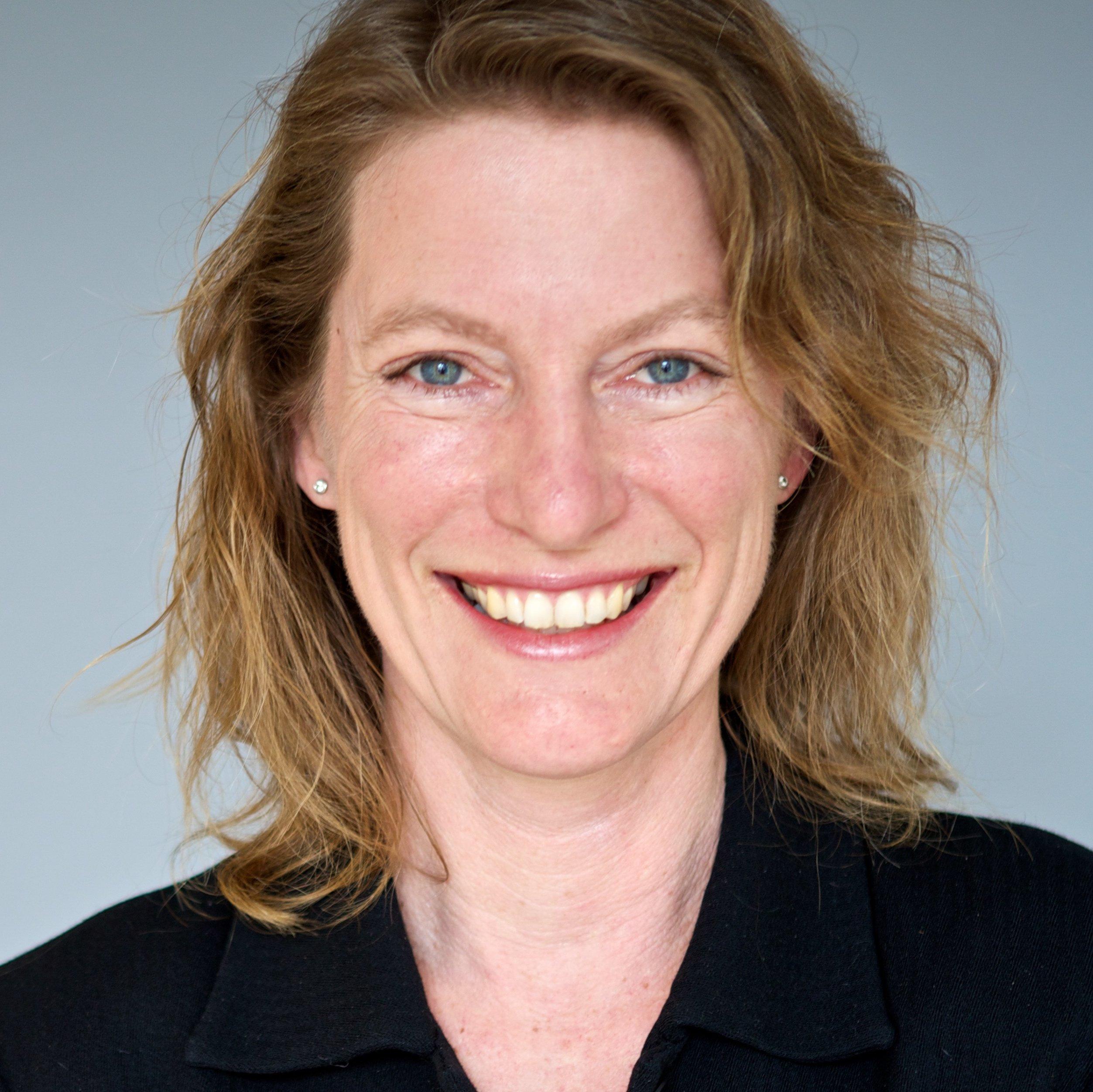 Tonia Ries (Edelman) Headshot